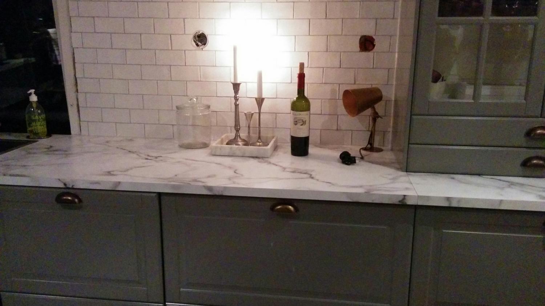 Bänkskiva i carrara marmor fast i laminat!