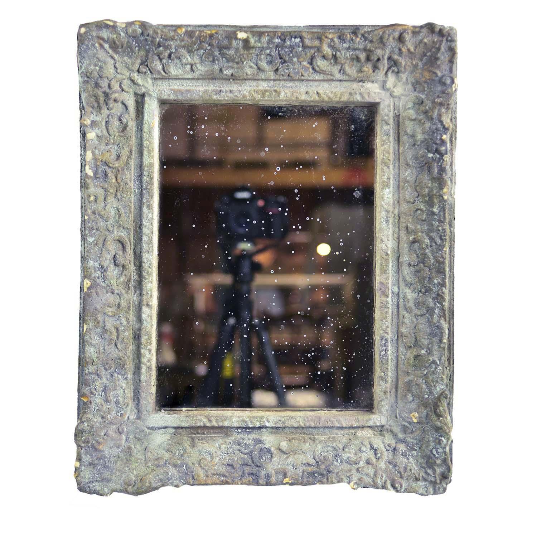 Spegel med hylla i metall från pb home   väggspegel
