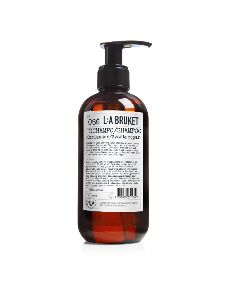 Nourishing schampoo with scents of coriander and black pepper in a brown bottle with pump, contents 250 ml.
