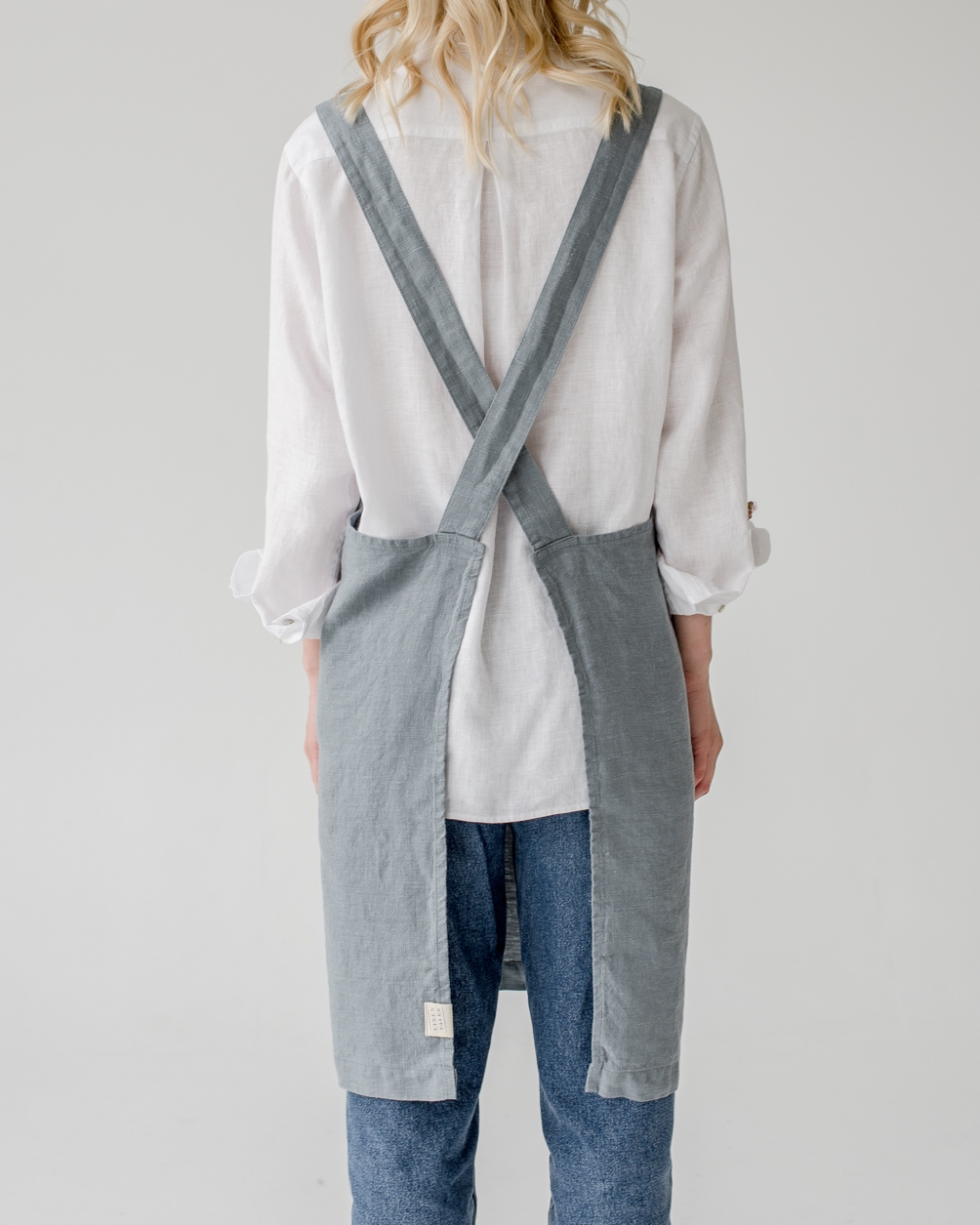 Förkläde baksida blå dimma linne Linen Tales