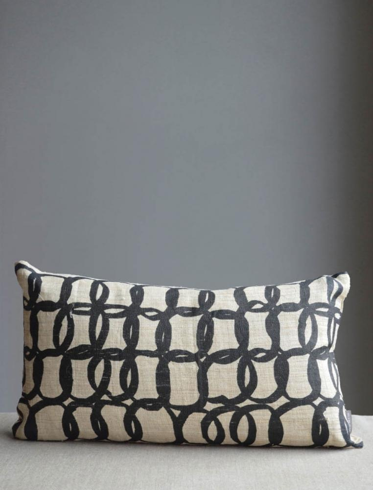 Circles Cushion Black 40x60cm