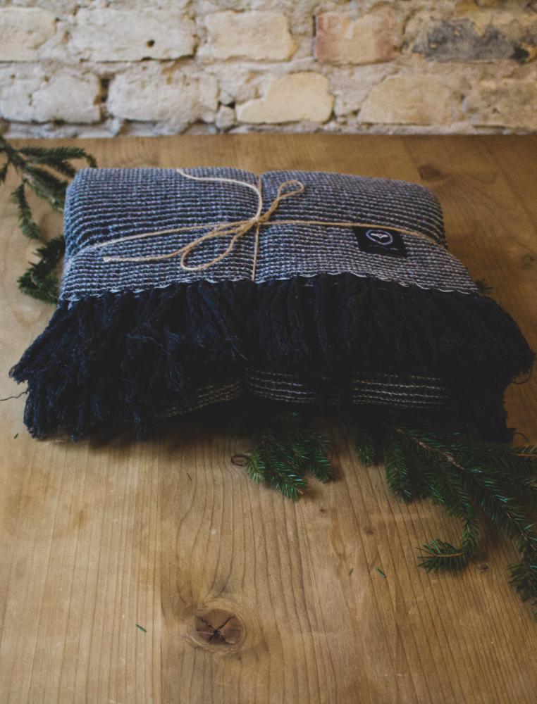 Presentbox - Recyclad Pläd Valter Mörkgrå
