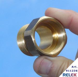 förlängningsadapter till releks elpannor för att höja en cirkulationspump vid montering
