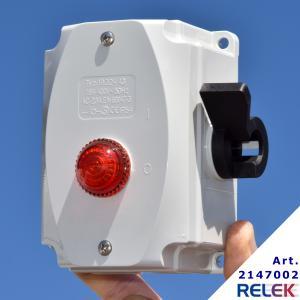 Huvudbrytare trepolig med lampa en röd glimlampa IP54