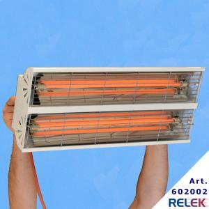 IR-värmare 2000Watt som monteras med två kedjor och ansluts med stickpropp