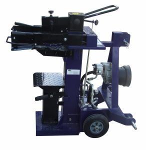 Vedklyv som drivs av traktorns kraftöverföring
