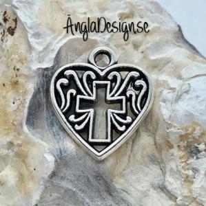 Berlock hjärta med kors i antiksilver, 3-pack