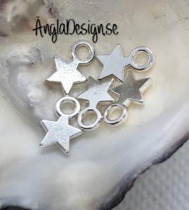 Berlock liten slät stjärna i ljust silver, 20-pack