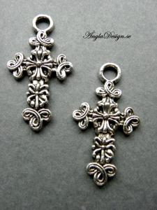 Hänge större berlock kors med krusiduller antiksilver, 2-pack