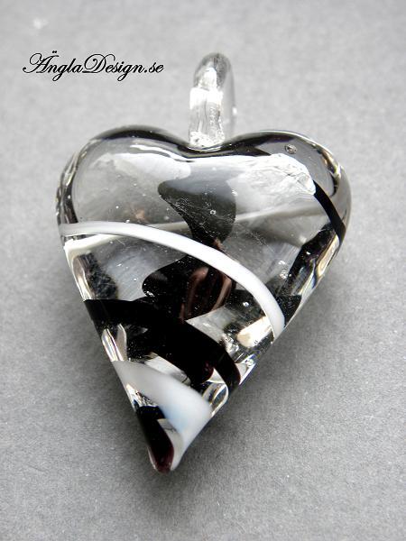 Lampworkhjärta smalt avlångt, klar/svart/vit, 1st