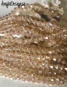Glaspärla bicone Crystal 4mm sandfärgad med AB lyster, 1 sträng