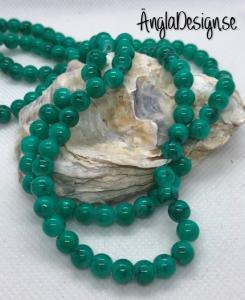 Glaspärla drawbench emerald med svart stänk på, 6mm, 1 sträng