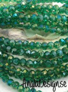 Glaspärla rund facetterad 4mm emerald med AB lyster, 1 sträng