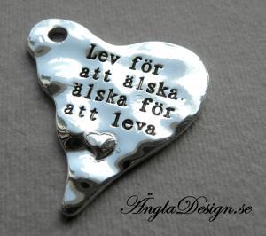 """Hänge vågigt hjärta """"Lev för att älska, älska för att leva"""", 1st"""