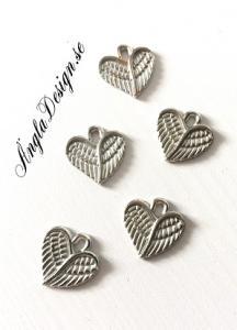 Berlock litet hjärta med vingar antiksilver, 10-pack
