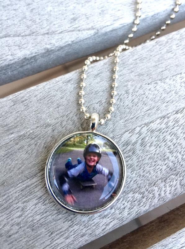 Halsband med eget fotografi/motiv på kulkedja