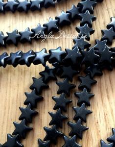 Syntetisk turkos stjärna svart, 12mm, 10-pack