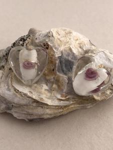 Glaspärla hjärta silverfoilglas vit med rosa ros och silver line, 1st
