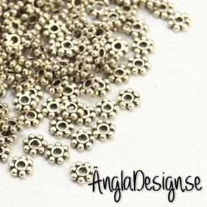 Mellandel daisy 4mm antiksilver, 50-pack