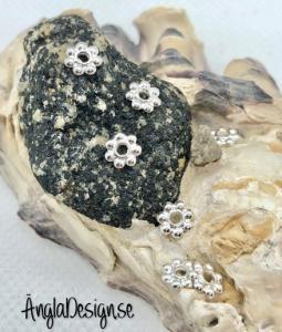 Mellandel daisy 6mm ljust silver, 30-pack