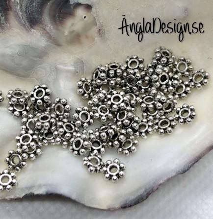 Mellandel daisy 4,5mm i antiksilver, 50-pack