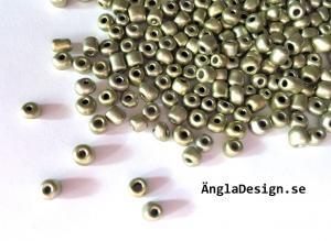 Seedbeads ca 4mm, ljus olivgrön matt metallic, 25gram