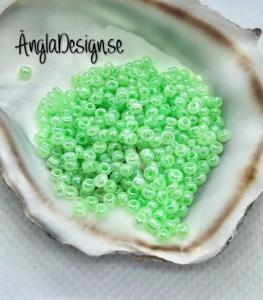 Seed beads pastellgrön 2mm, 20 gram