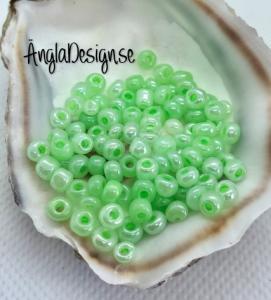 Seed beads pastellgrön 4mm, 20 gram