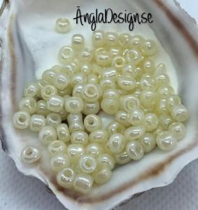 Seed beads pastellgul ( ljusgul) 4mm, 20 gram