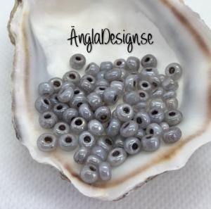 Seed beads pastell svart 4mm (mörkgrå), 20 gram