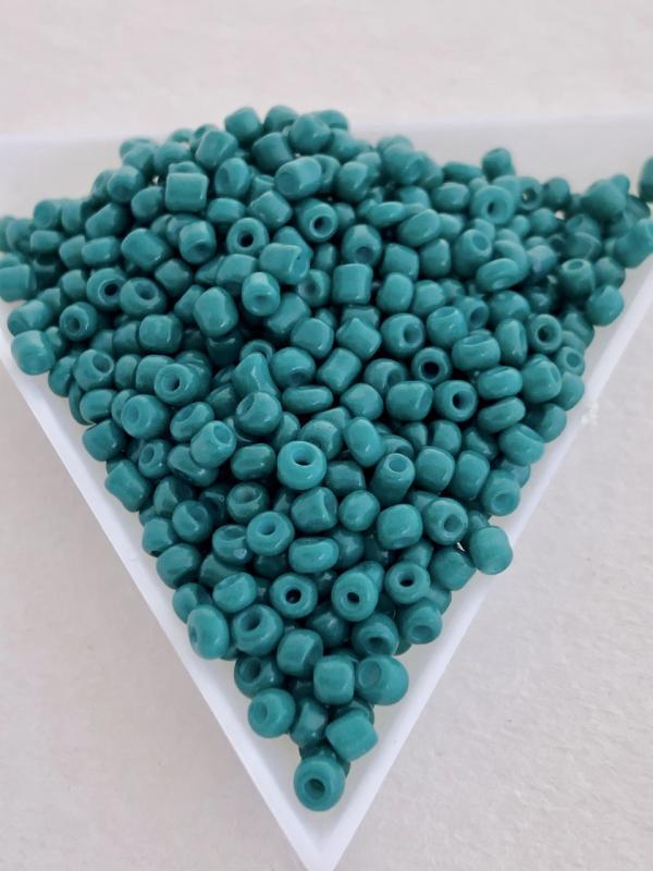 Seedbeads opak emerald 3mm, 25 gram