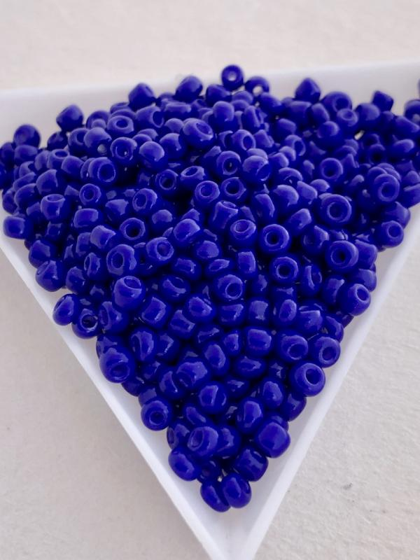 Seedbeads opak mörk blå 3mm, 25 gram