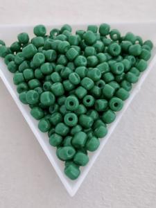 Seedbeads opak mörk gröna 4mm, 25 gram