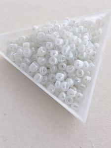 Seedbeads vit pastell 4mm, 25 gram