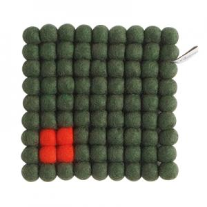 Square trivet of 100% wool - Dark green with coral detail.