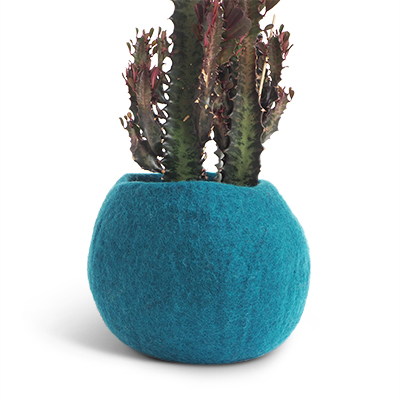 Medium size rounded flower pot in blue petrol made of wool.