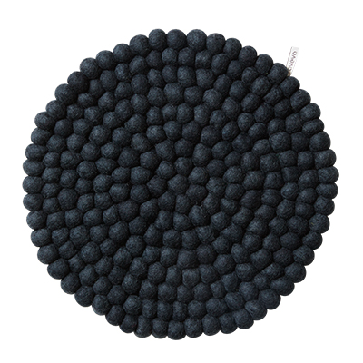 Round dark grey seat cushion in 100% wool.