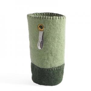 Behållare av ull för att sätta flaskor i - färg salvia / mossgrön.