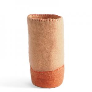 Container made of wool to put bottles in - color nude and terracotta.
