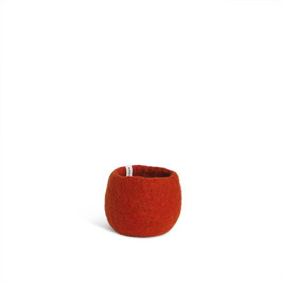 Small rounded flower pot in rust red made of wool.
