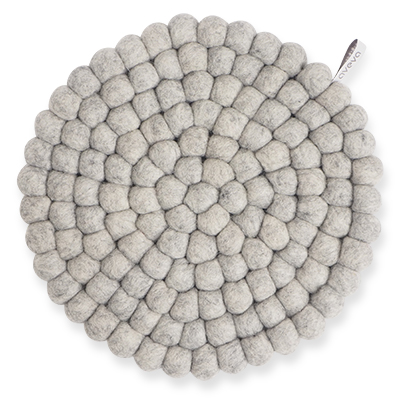 Large round trivet made of 100% wool - Raw grey.