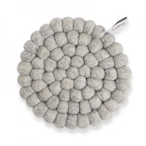 Round handmade trivet made of 100% wool - Raw grey.