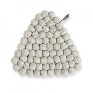 Handgjort triangelformat grytunderlägg av 100% ull - Ljusgrå.