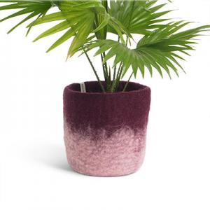 Medium size flower pot in aubergine made of wool with ombre effect.