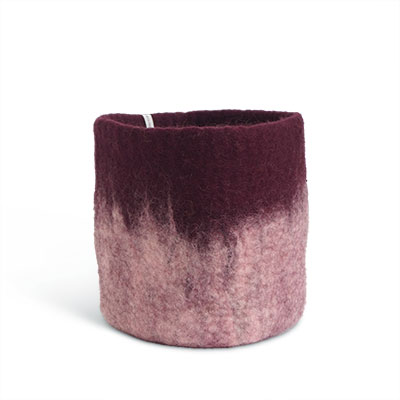 Large flower pot in aubergine made of wool with ombre effect.