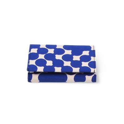 Handmade patterned wallet in recycled cotton with blue dots - Closed.