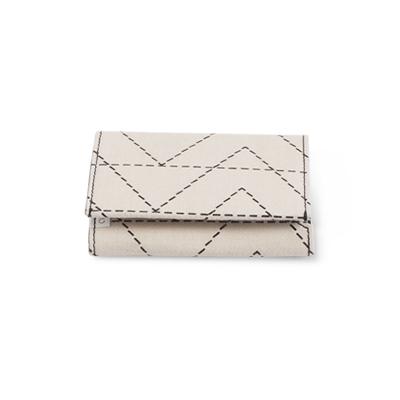 Handgjord plånbok i återvunnen bomull med zick zack mönster - Stängd.