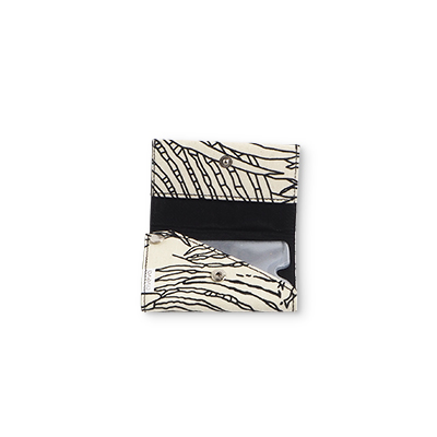 Handmade wallet in recycled cotton with jungle pattern in black and white - Open.