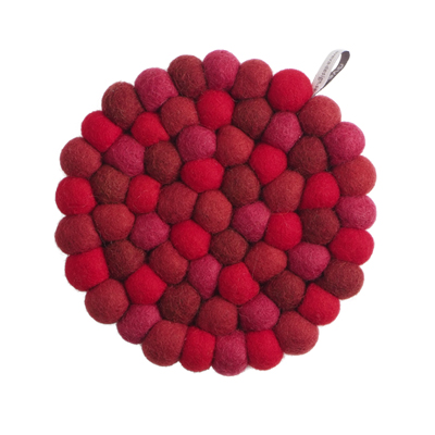 Round handmade trivet made of 100% wool - Mixed red colors.