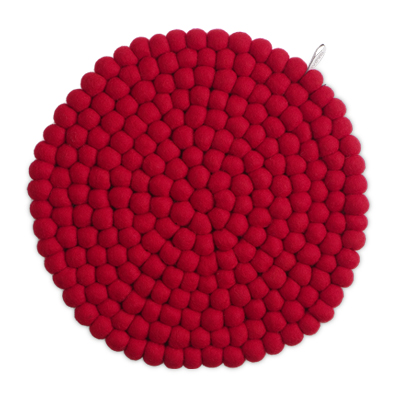 Round red seat cushion in 100% wool.